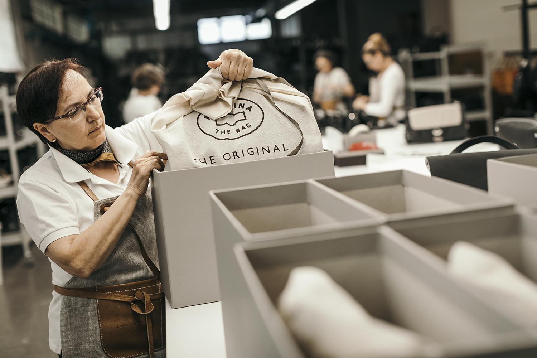 zanellato postina borse fotografia di reportage industriale campagna pubblicitaria vicenza fotografo carlo perazzolo