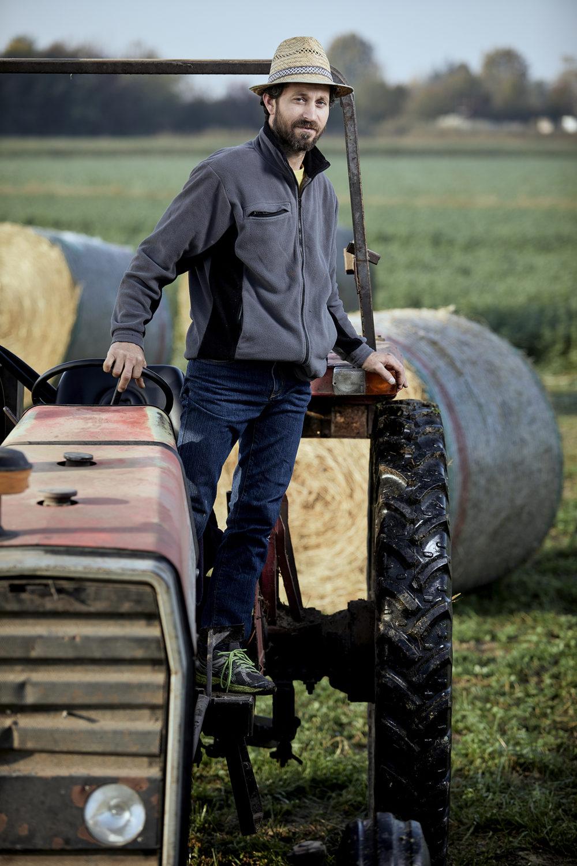 Ritratti aziendali da fotografo commerciale Treviso, Vicenza Bassano Padova e Venezia e reportage aziendale azienda agricola Mogliano Veneto con foto di agricoltura biologica naturale e stile luce controllata