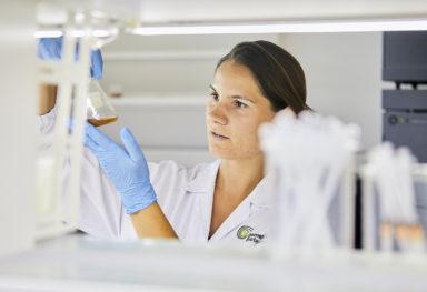 Reportage fotografico in laboratorio bio tecnologie per l'industria.