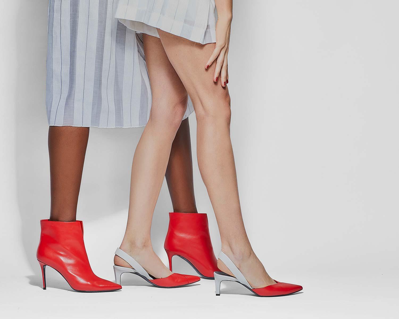 Fotografo commerciale e pubblicitario calzature moda donna con modella